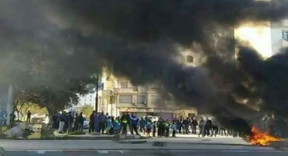 Algérie: violents affrontements à Bejaïa entre manifestants et forces anti-émeutes
