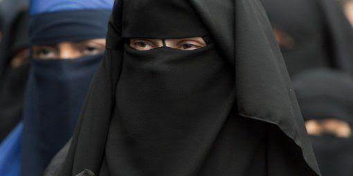 La déconstruction du discours extrémiste passe aussi par la burqa