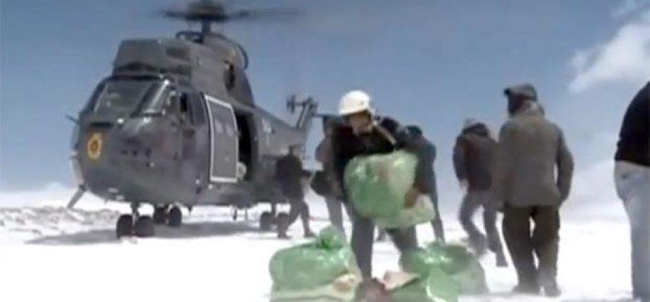 Vague de froid: Le gouvernement a mobilisé 14 hélicoptères pour intervenir dans les zones isolées