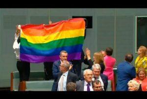 Le parlement australien dit «oui» au mariage homosexuel