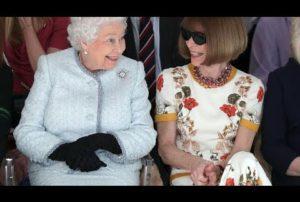 66 ans de règne et sa première fois à la Fashion Week de Londres