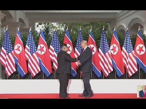 La poignée de main historique entre Donald Trump et Kim Jong-un