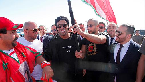 Un match de gala réunit des légendes du football mondial à Laâyoune